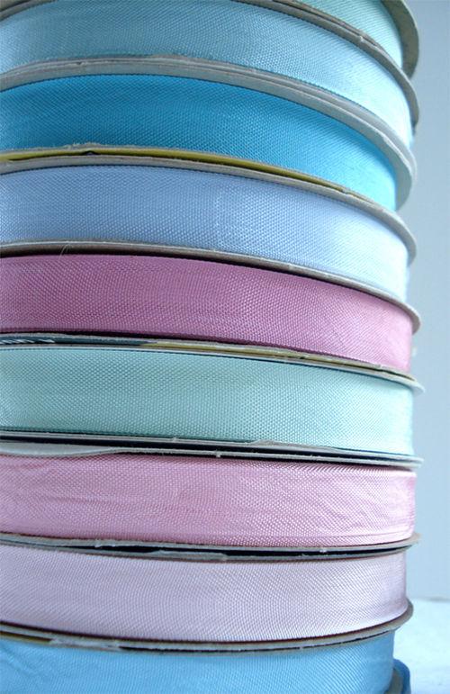 Gift wrapping_blog_ribbon