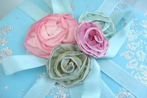 Gift wrapping_blog_ribbon roses