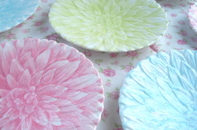 Such Pretty Things: Target Tuesday: Flower Power Plates