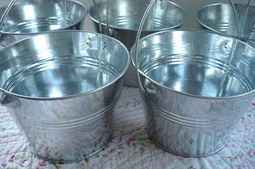 Decoupage buckets_blog_1