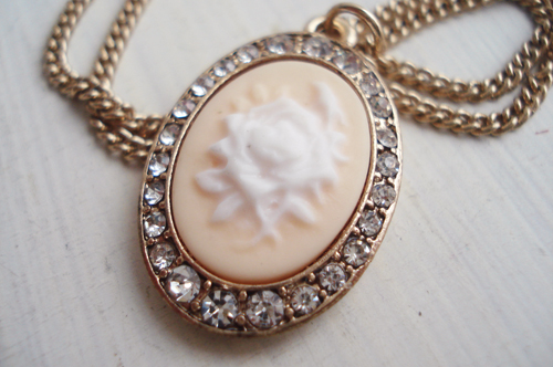 Cameo necklace_pale peach_large_1