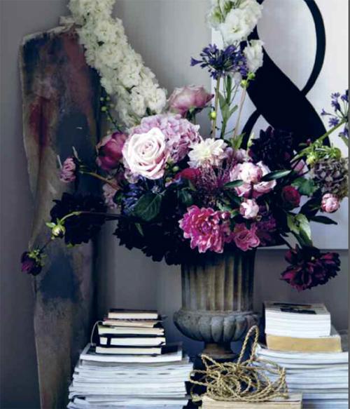 In detail_flowers in urn
